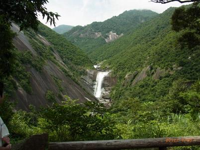 千尋の滝 今は近くまで行けません。