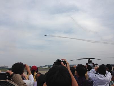 T-4 2機 クロス飛行!
